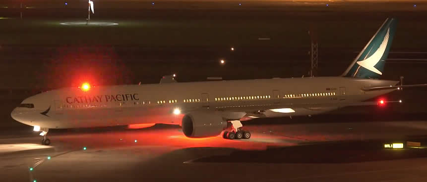 Boeing 777 of Cathay Pacific with red anti-collision flashing lights on top and bottom of fuselage