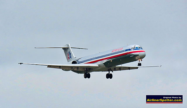 One of the last MD-83s in service with American Airlines on final approach at the DFW Airport