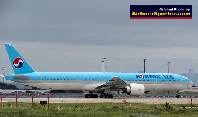 Korean Air Boeing 777-300ER, Registration HL7203, at the DFW Airport