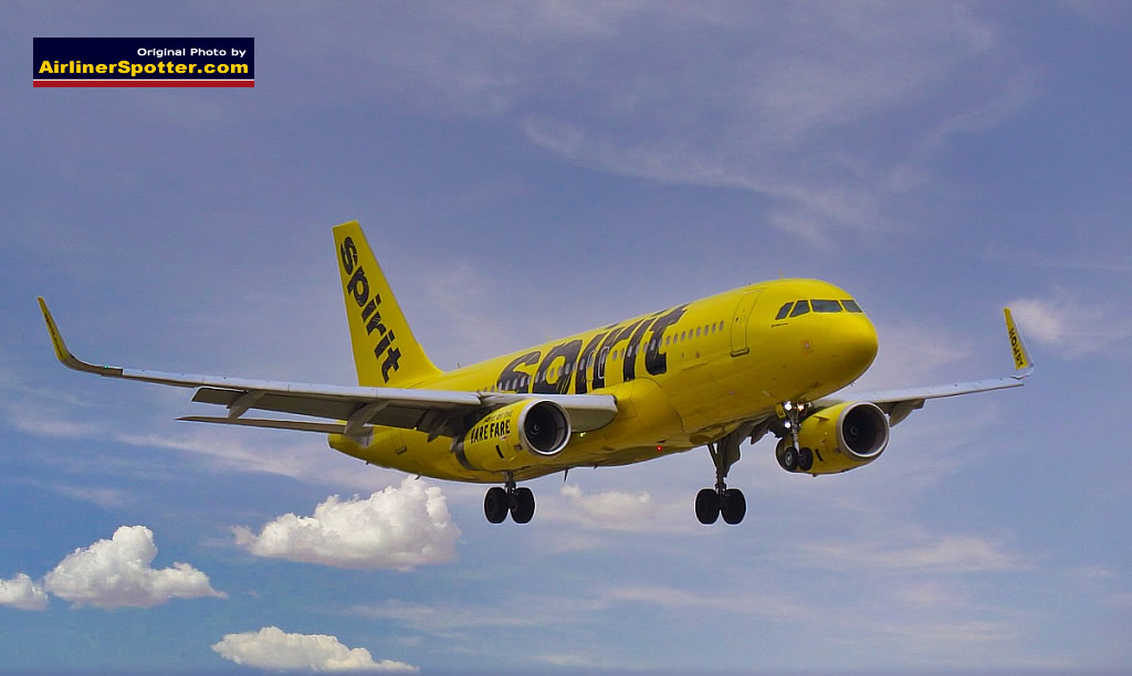 Spirit Airlines Airbus A320 on final approach at the DFW International AIrport